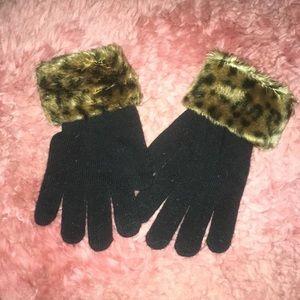 Accessories - Black Knit Gloves with Leopard Print Fur Trim